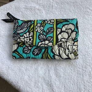 Vera Bradley Green Tri Fold Wallet NWOT